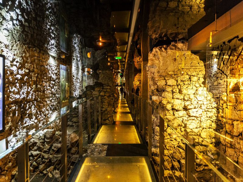 Подземелья Рыночной площади - экскурсия в Кракове