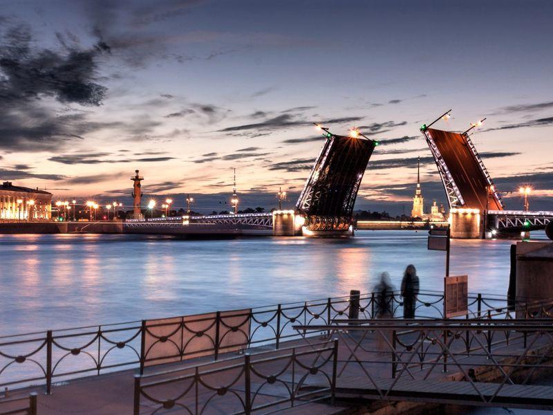 Романтика белых ночей и разводных мостов - экскурсия в Санкт-Петербурге