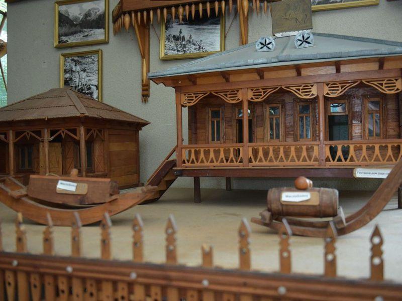 Этнографический дом-музей Хецуриани вПицунде - экскурсия в Пицунде