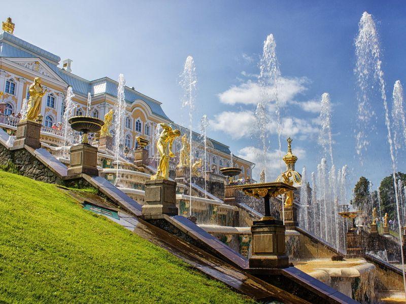 Дворцы, великолепный парк и фонтаны Петергофа - экскурсия в Санкт-Петербурге