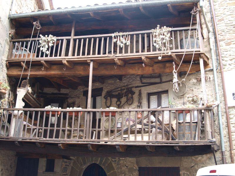 Каталонские крепости: Бесалу, Рупит и Кастельфольит-де-ла-Рока - экскурсия в Жироне