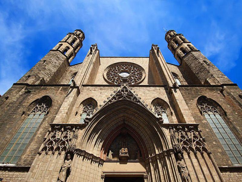 Многоликая Барселона: Готика, Раваль и Борн - экскурсия в Барселоне