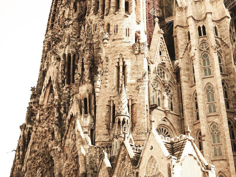 Саграда Фамилия — символы и мифы - экскурсия в Барселоне