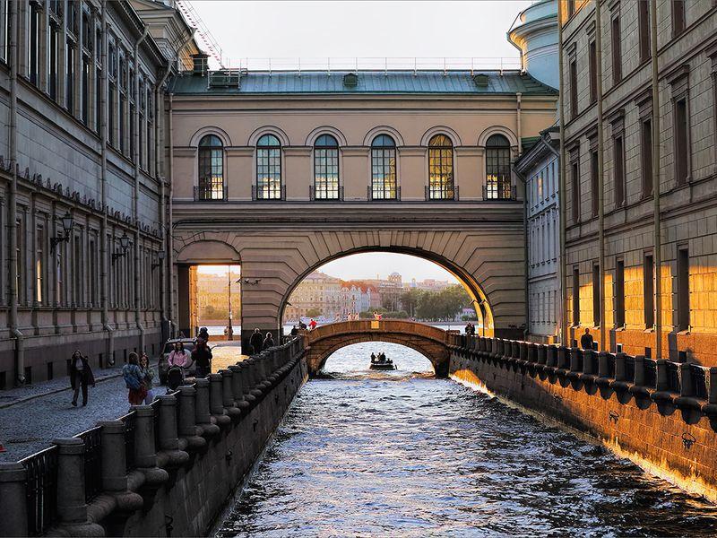 Вдоль поМиллионной! Прогулка-экскурсия для детей иихродителей - экскурсия в Санкт-Петербурге
