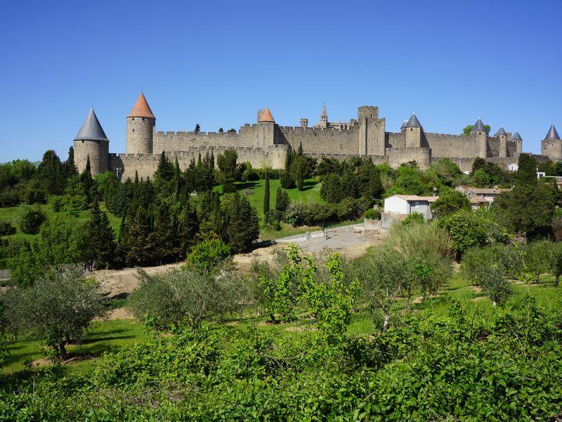 Виноградники Пьера Ришара и грандиозная крепость Каркасон - экскурсия в Барселоне