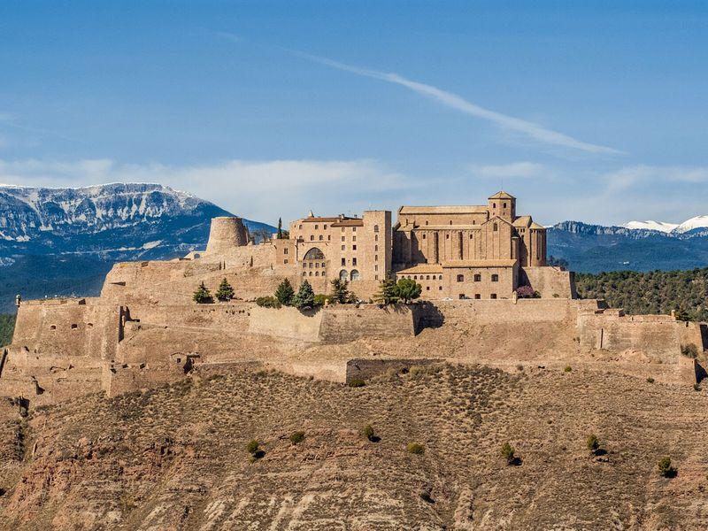 Тайны замка Кардона и волшебная Гора Соли - экскурсия в Барселоне