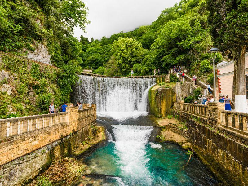 Групповая экскурсия ктермальным источникам Абхазии - экскурсия в Сочи
