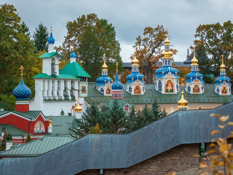 Печоры и музей «Льняная губерния» за 1 день - экскурсия в Пскове