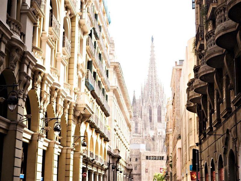 Что скрывает Готический квартал - экскурсия в Барселоне